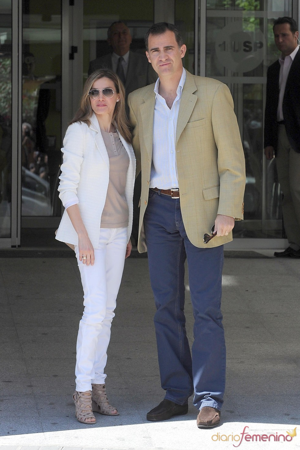 Los Príncipes de Asturias acuden al hospital a visitar al Rey Juan Carlos