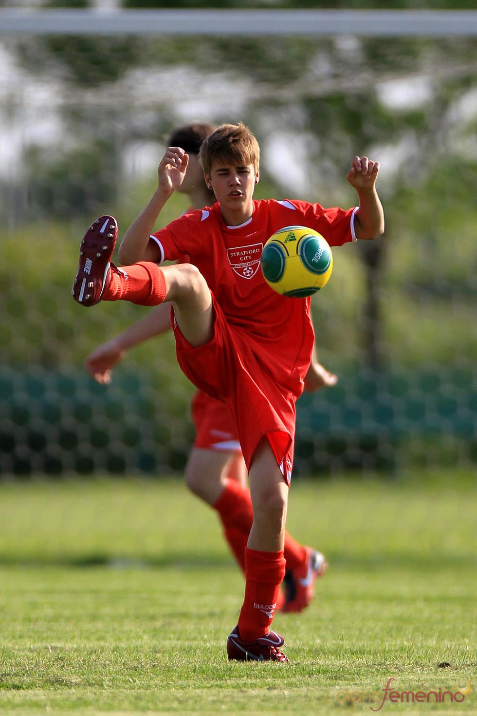 Justin Bieber se lesiona jugando al fútbol