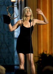 Jennifer Aniston recoge su premio en la gala de los 'Spike TV's Guys Choice Awards'