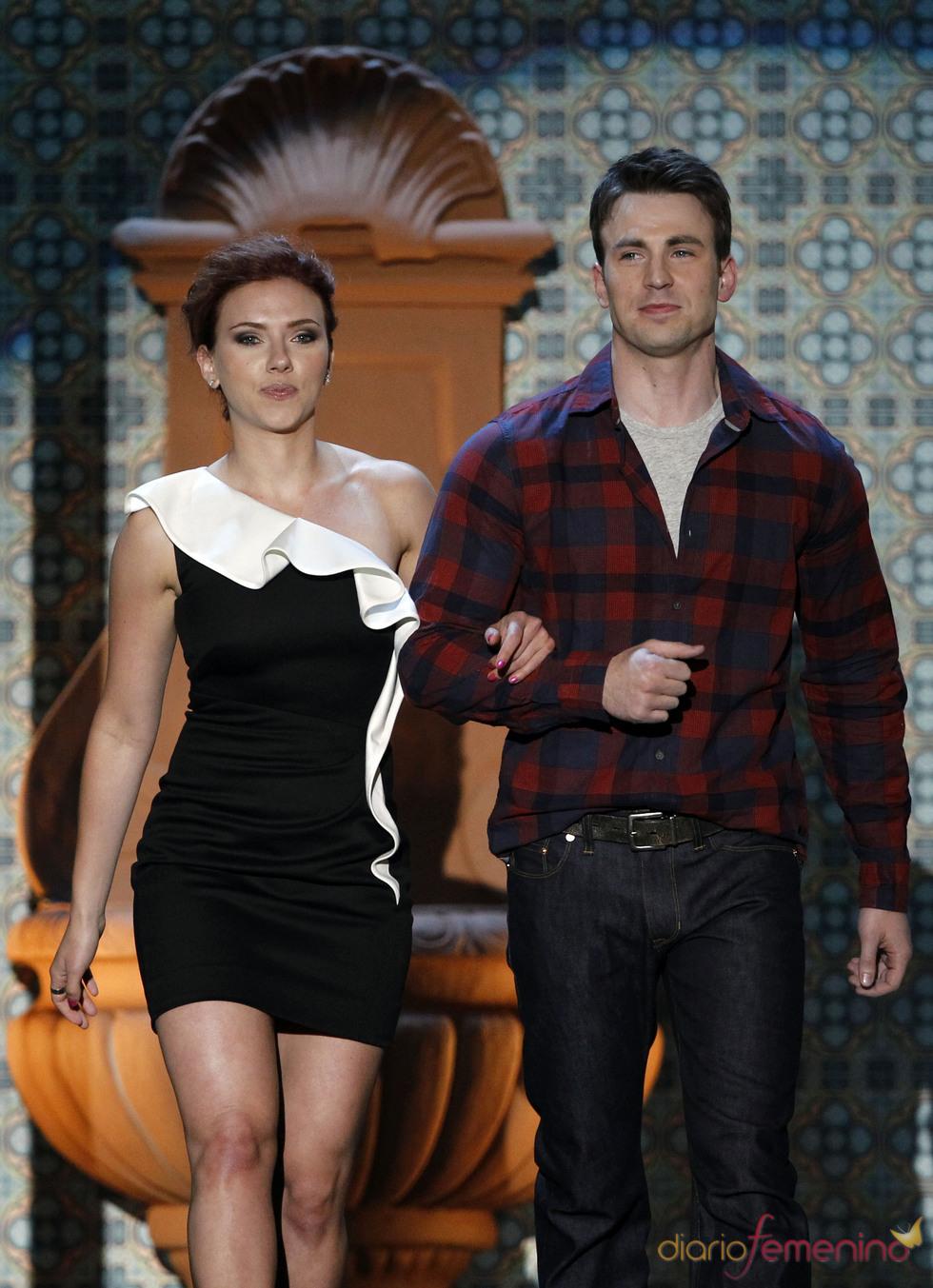 Scarlett Johanson y Chris Evans en la gala de los 'Spike TV's Guys Choice Awards'