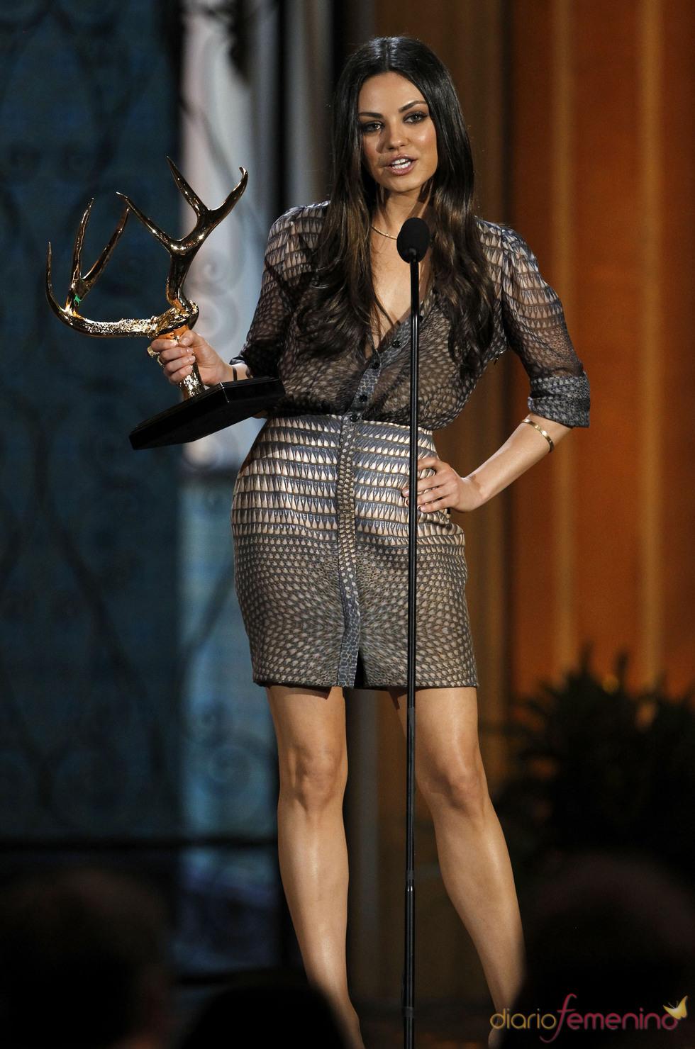 Mila Kunis recoge su premio en la gala de los 'Spike TV's Guys Choice Awards'