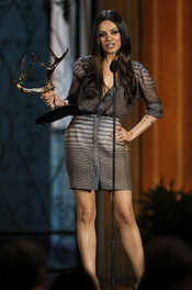 Mila Kunis recoge su premio en la gala de los 'Spike TV's Guys Choice Awards'