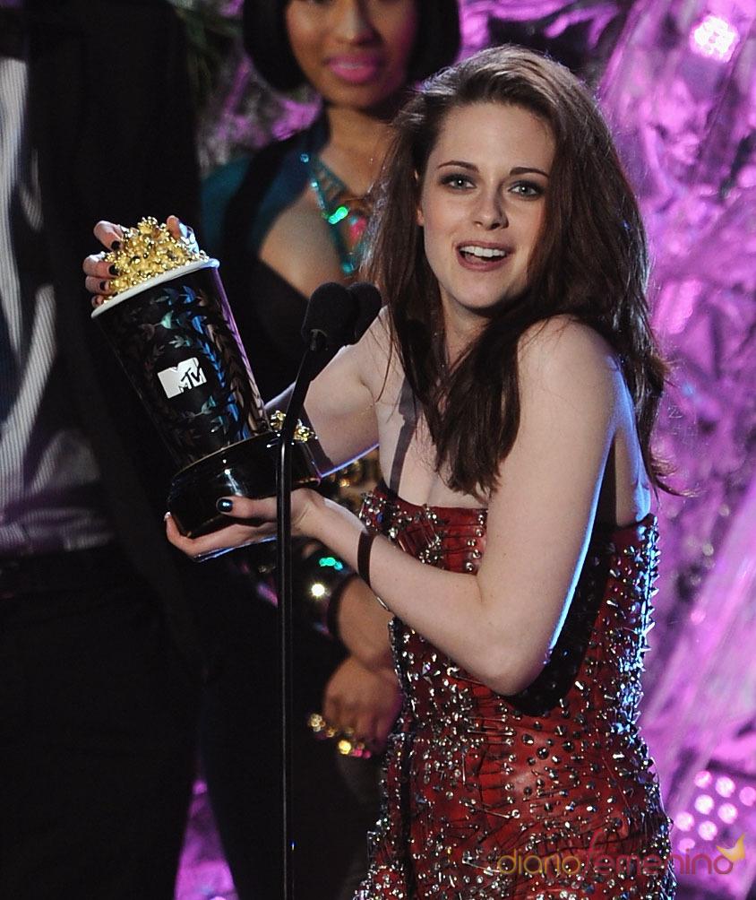 Kristen Stewart recoge su premio MTV Movie Awards 2011 por 'Eclipse'