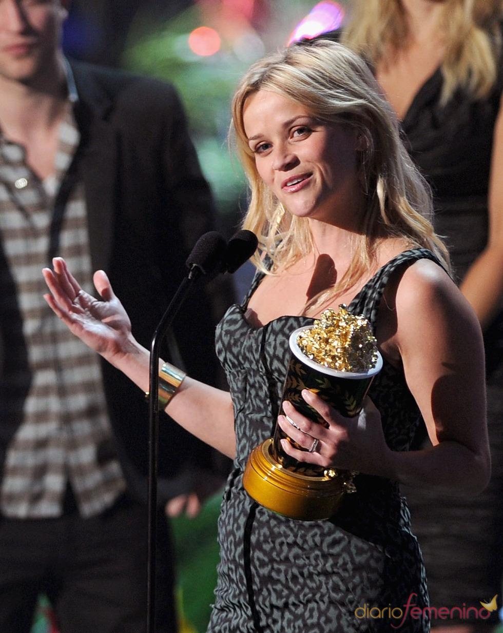 Reese Witherspoon emocionada con su premio MTV Award 2011
