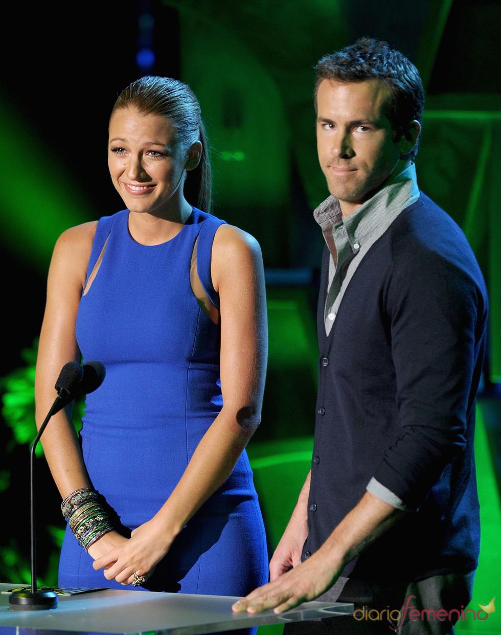Blake Lively y Ryan Reynolds en la gala de los premios MTV Movie Awards 2011