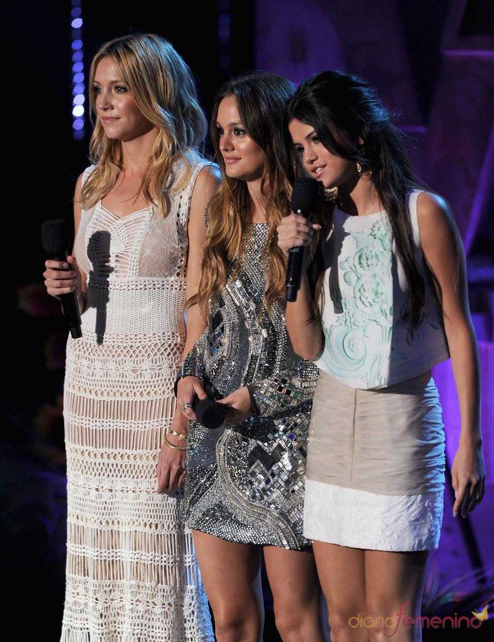 Katie Cassidy, Leighton Meester y Selena Gomez en los MTV Movie Award 2011
