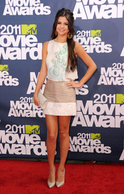 Selena Gomez a su llegada a los premios MTV Movie Awards 2011