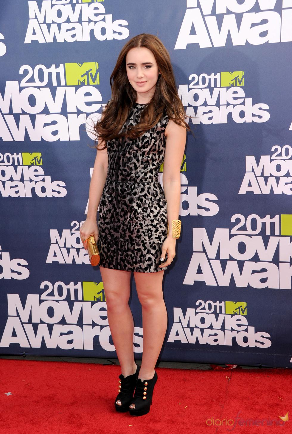 Lily Collins a su llegada a los premios MTV Movie Awards 2011