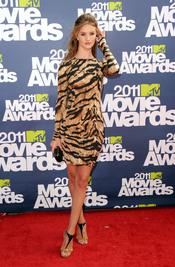 Rosie Huntington-Whiteley a su llegada a los premios MTV Movie Awards 2011