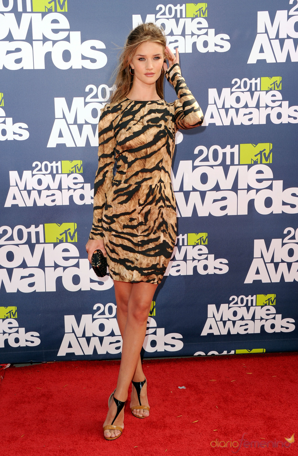 Rosie Huntington-Whiteley a su llegada a los premios MTV Movie Awards 2011