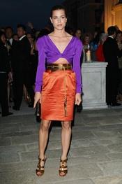 Carlota Casiraghi con un vestido de Gucci morado y naranja