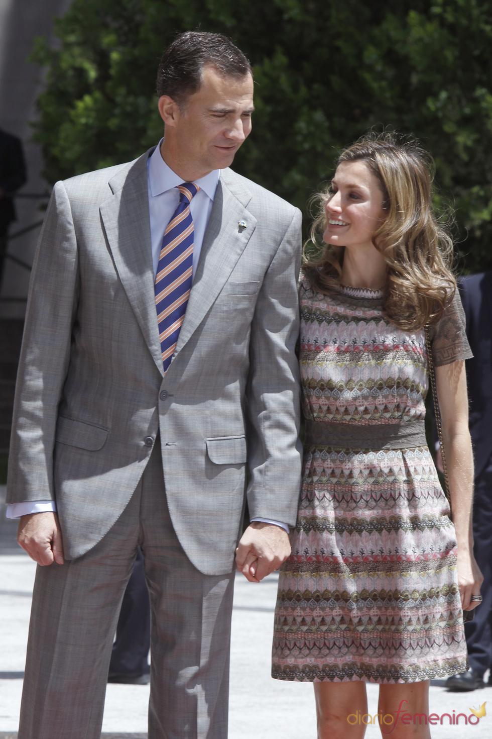 Los Príncipes Felipe y Letizia en un almuerzo en el Senado