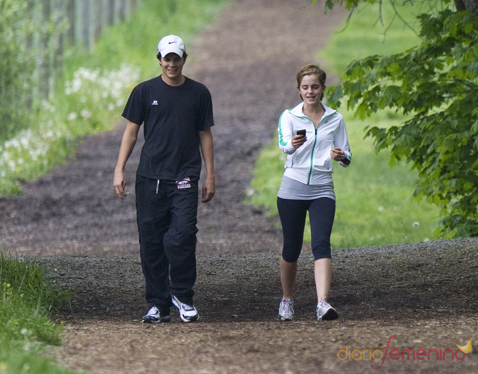Emma Watson pasea con Johnny Simmons por Pensilvania