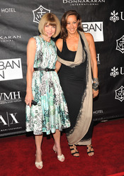 Anna Wintour y Donna Karan en los Premios Urban Zen Stephan Weiss Apple