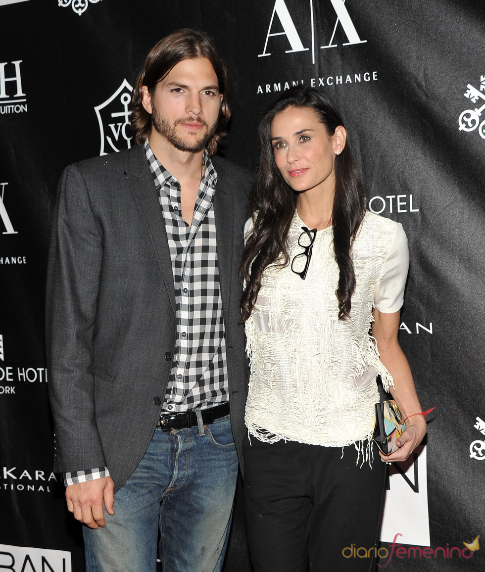 Ashton Kutcher y Demi Moore en los Premios Urban Zen Stephan Weiss Apple