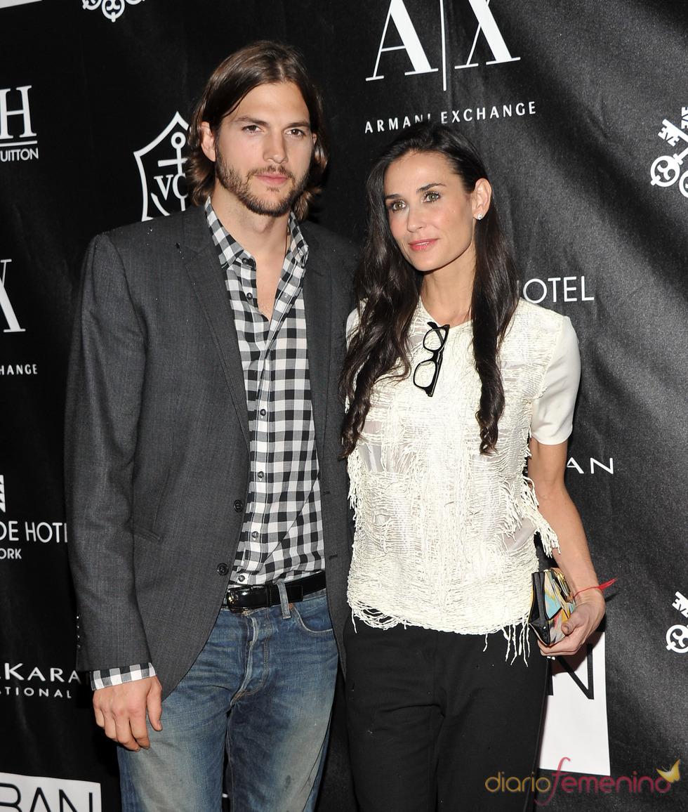 Ashton Kutcher y Demi Moore en los Premios Urban Zen Stephan Weiss Apple
