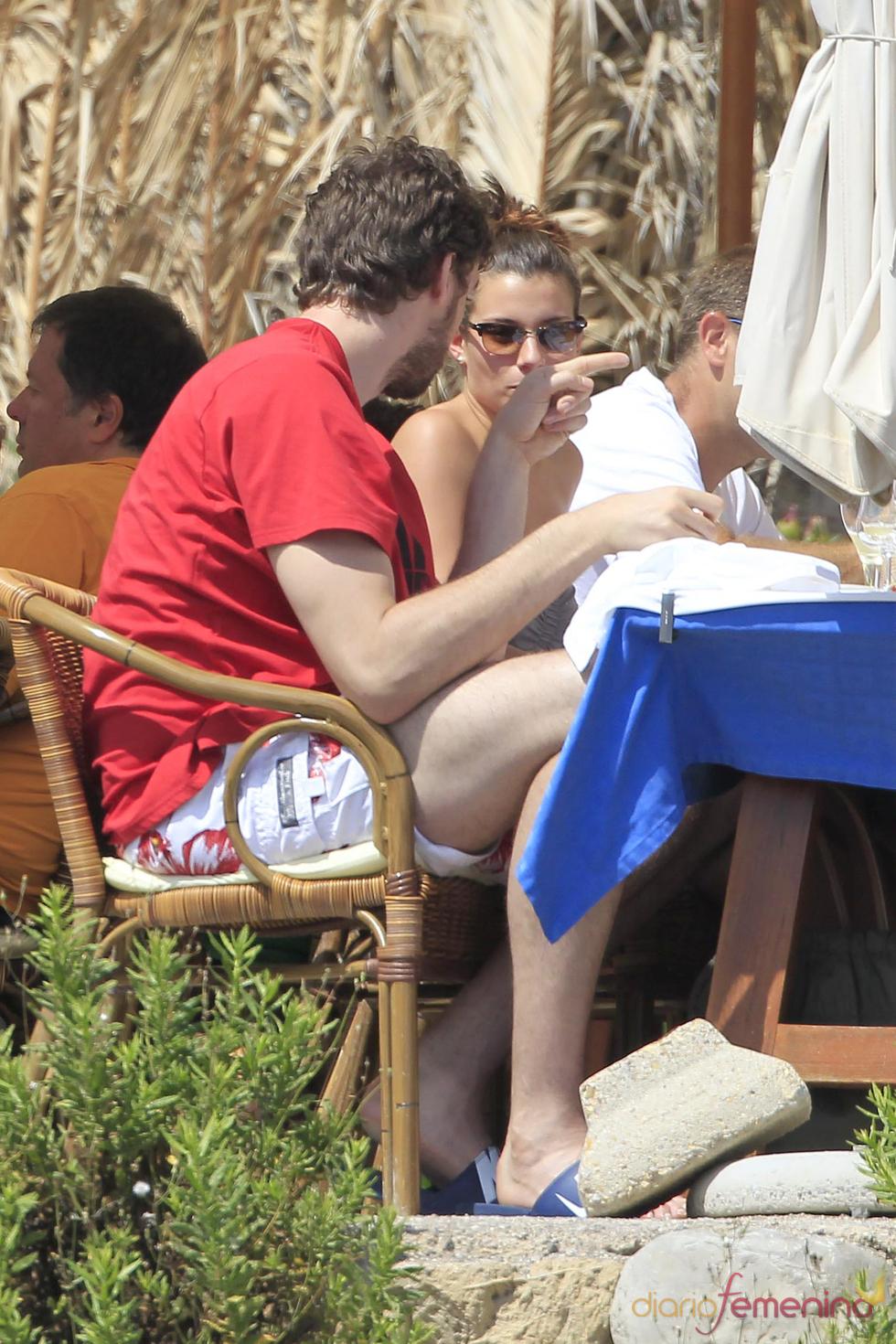 Pau Gasol y Silvia López se divierten de vacaciones en Ibiza