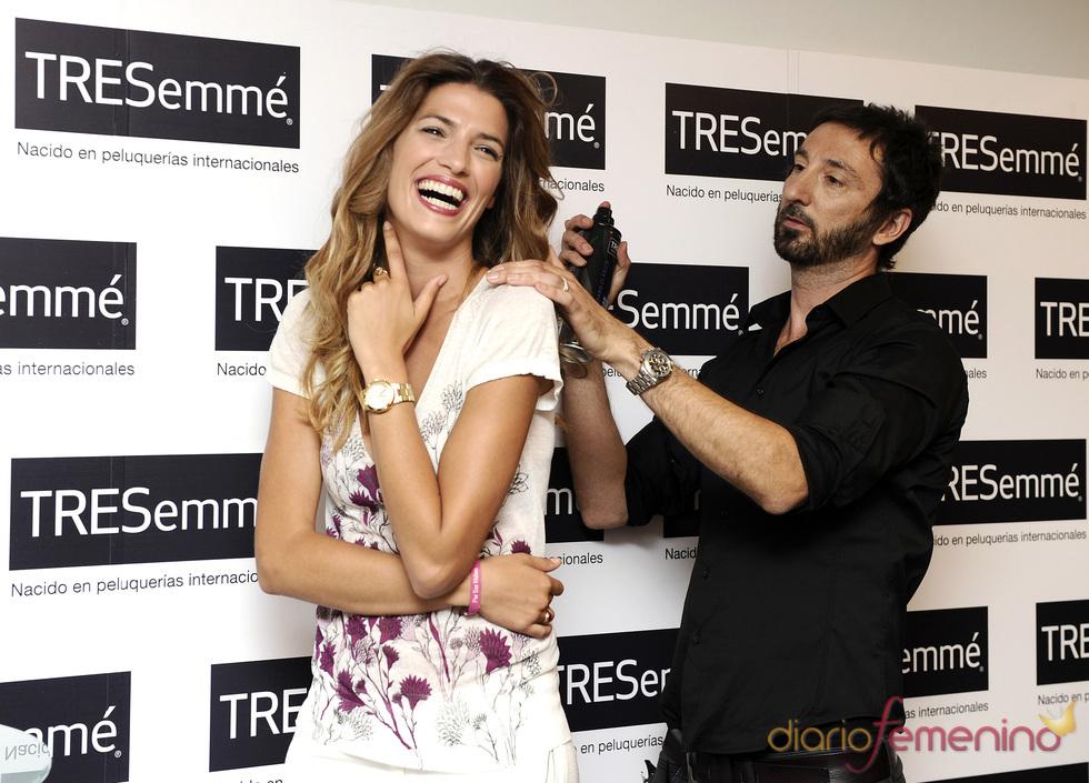 Laura Sánchez se deja peinar por el estilisa de Tressemé