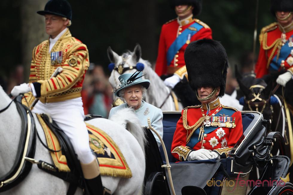 La reina Isabel II y el duque de Edimburgo durante el 'Trooping of Colour' 2011