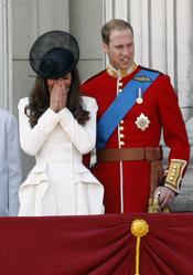 El príncipe Guillermo y Catherine, desde el balcón en el 'Trooping the colour' 2011