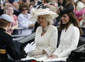 El principe Harry con Camilla y Catherine en el 'Trooping the Colour' 2011
