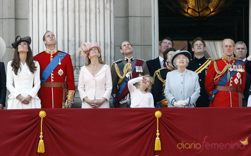 La Familia Real Británica en el balcón en el 'Trooping the Colour' 2011