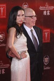 John Woo y Wendi Deng en el Festival de Cine de Shanghái