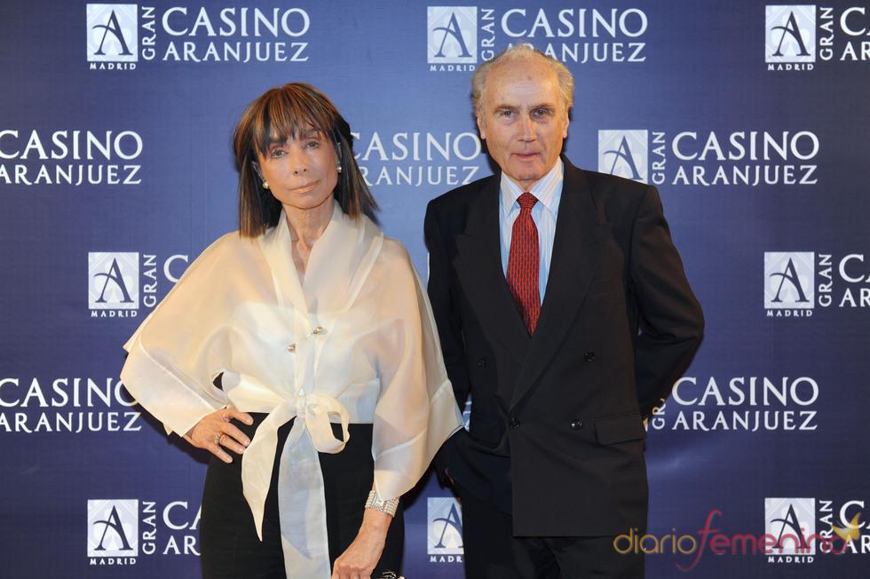 Paloma Segrelles madre, y su marido en el concierto de Isabel Pantoja