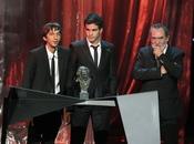 El director y el protagonista de 'La vida de los peces' en los Goya 2011
