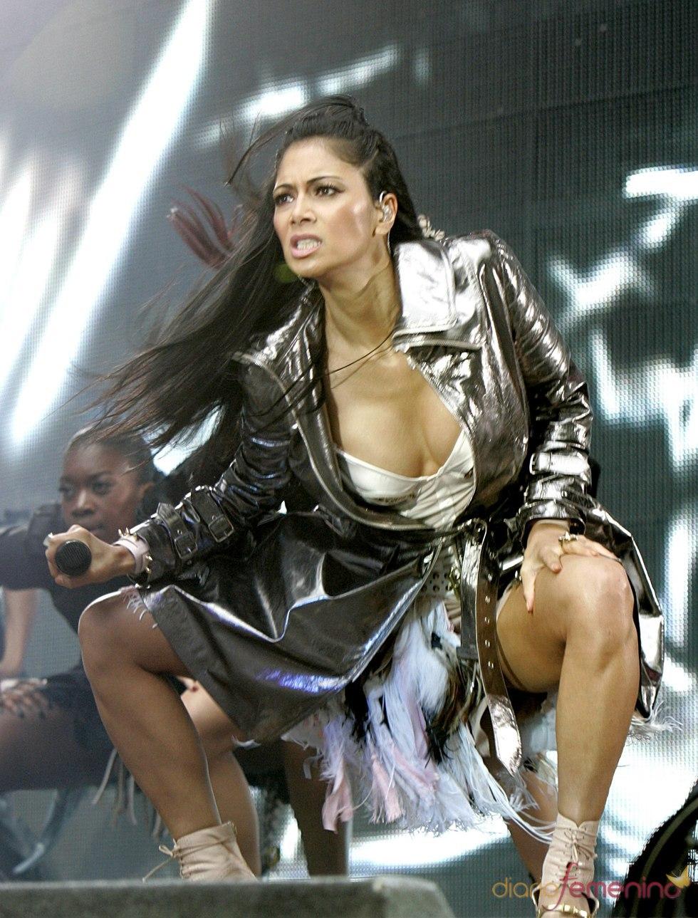 Nicole Scherzinger durante su actuación en el Summertime Ball 2011