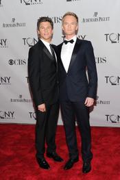 Neil Patrick Harris y David Burtka en la gala de los Tony 2011