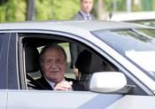 El Rey Juan Carlos sale de la Clinica Planas de Barcelona, recuperado de la rodilla