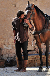 Álex García en el rodaje de la segunda temporada de 'Tierra de lobos'