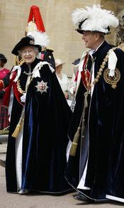 La reina Isabel II y su marido el Duque de Edimburgo en la Procesión de la Orden de la Jarretera