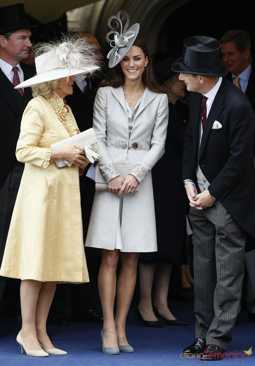 Catalina Middleton y Camilla Parker-Bowles charlan en la Procesión de la Orden de la Jarretera