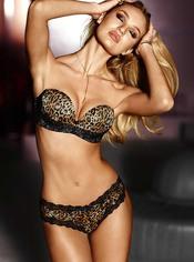 Candice Swanepoel con un conjunto de leopardo de la nueva colección de Victoria's Secret