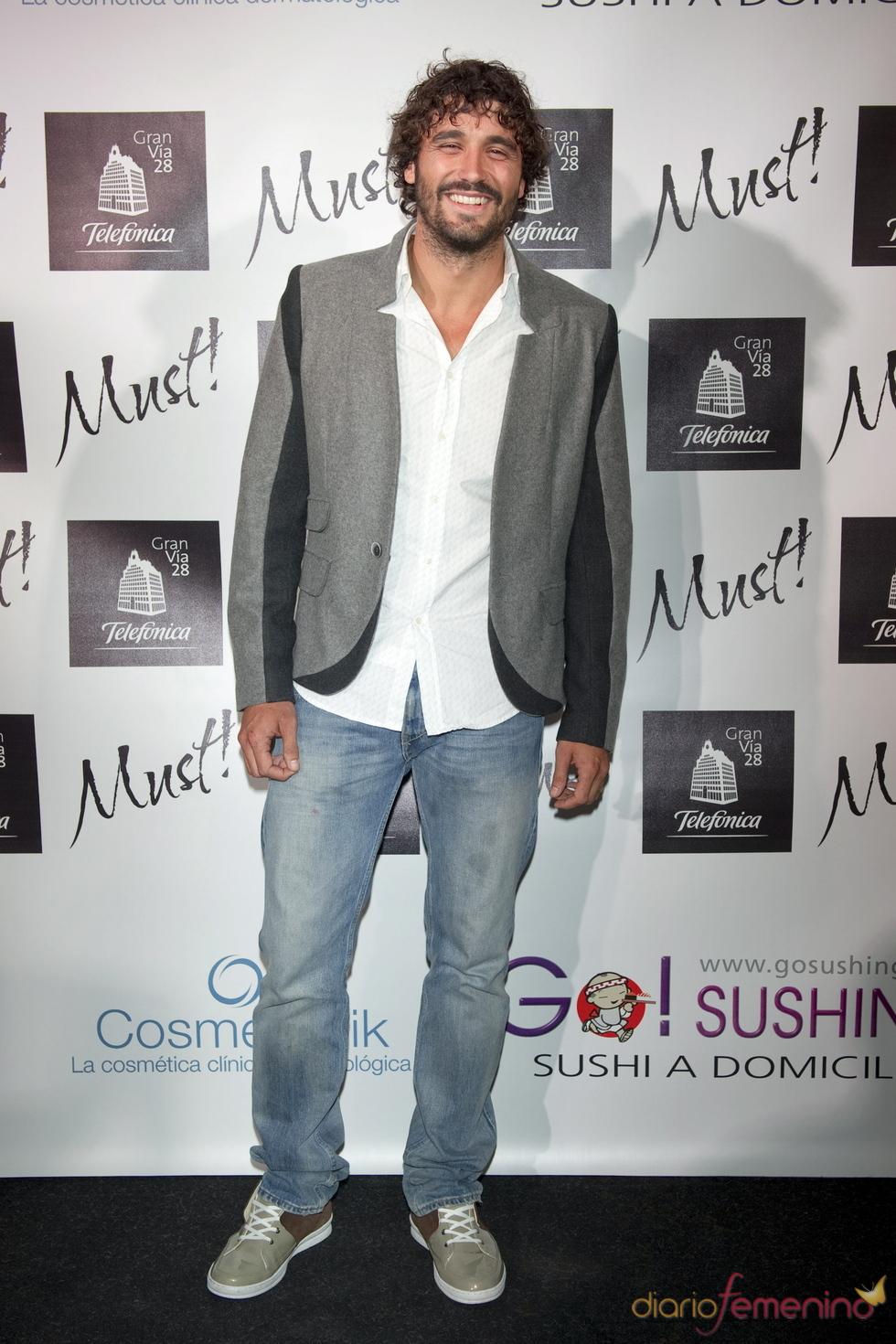 Álex García acude a la gala de los premios Must 2011