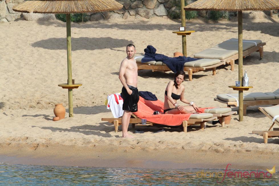 Andrés Iniesa con su novia Anna Ortiz de vacaciones en Cerdeña