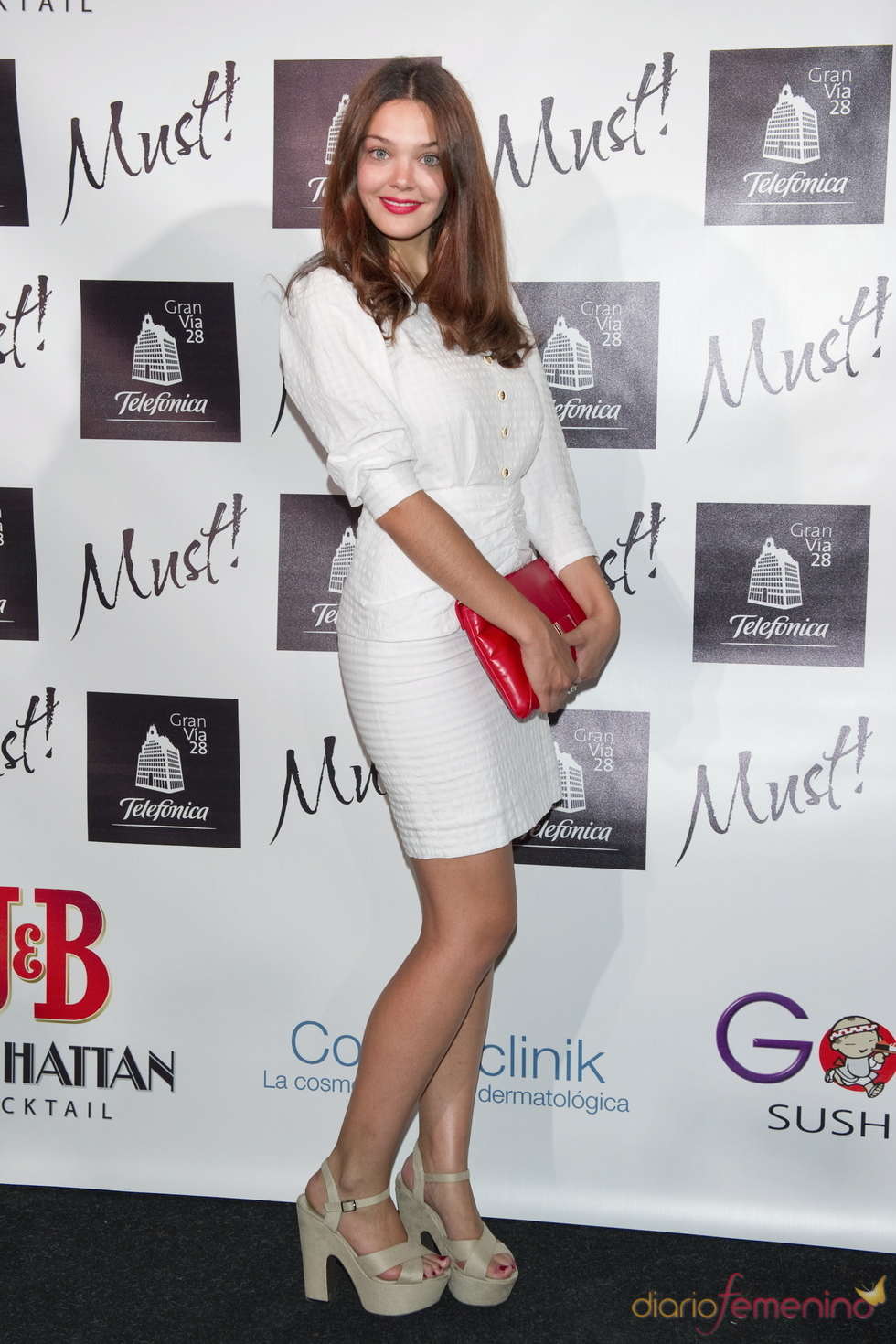 Ana Rujas acude a la gala de los premios Must 2011