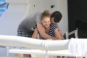 Fonsi Nieto mima a Alba Carrillo durante sus vacaciones en Ibiza
