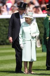 Isabel II inaugura las carreras de caballos de Ascot