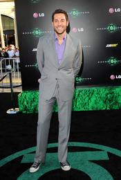 Zachary Levi en el estreno de 'Linterna Verde' en Los Ángeles