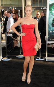 Laura Vandervoort en el estreno de 'Linterna Verde' en Los Ángeles