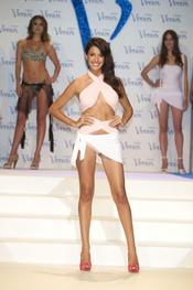 Noelia López desfila en la pasarela de los Premios Venus de Diseño 2011