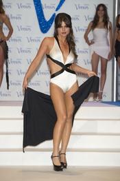 Marisa Jara desfila en la pasarela de los Premios Venus de Diseño 2011
