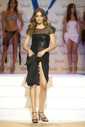 Inma del Moral desfila en la pasarela de los Premios Venus de Diseño 2011