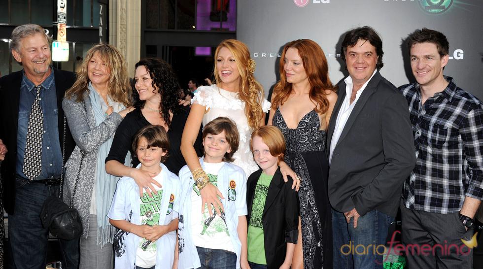 La familia de Blake Lively en el estreno de 'Linterna Verde' en Los Ángeles