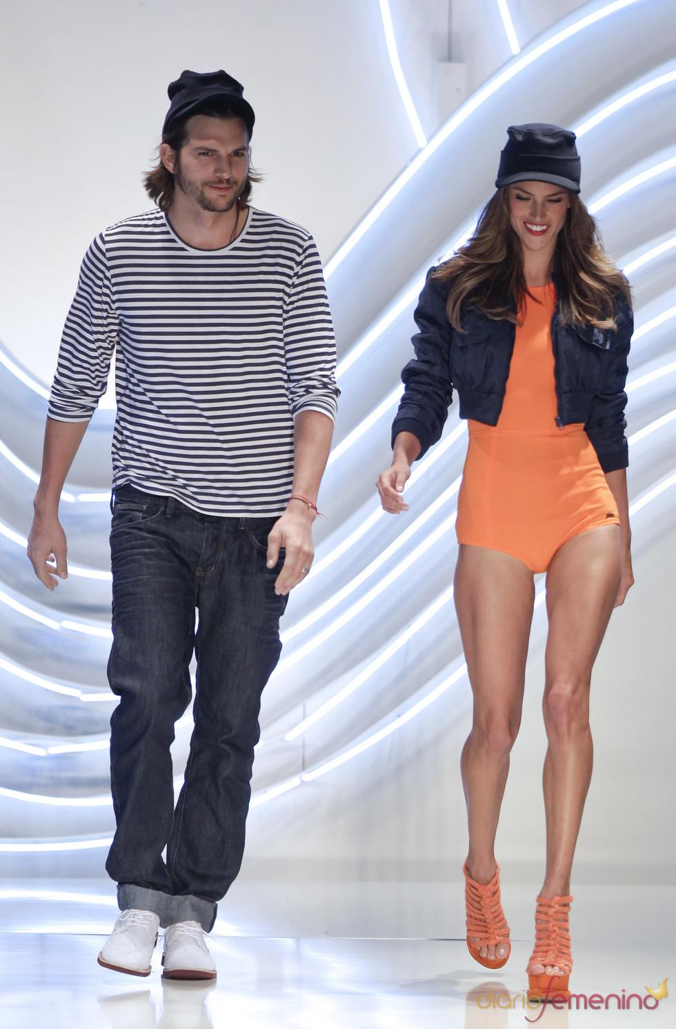 Alessandra Ambrosio y Asthon Kutcher desfilan en la pasarela de Sao Paulo