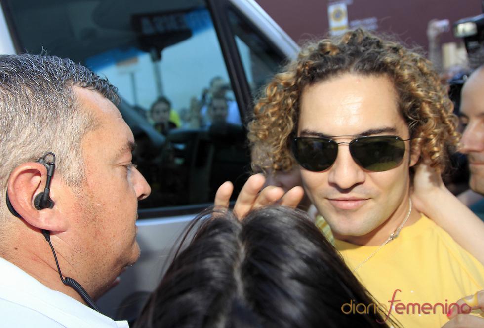 David Bisbal, acosaso por sus fans antes del concierto 'Lorca somos todos'