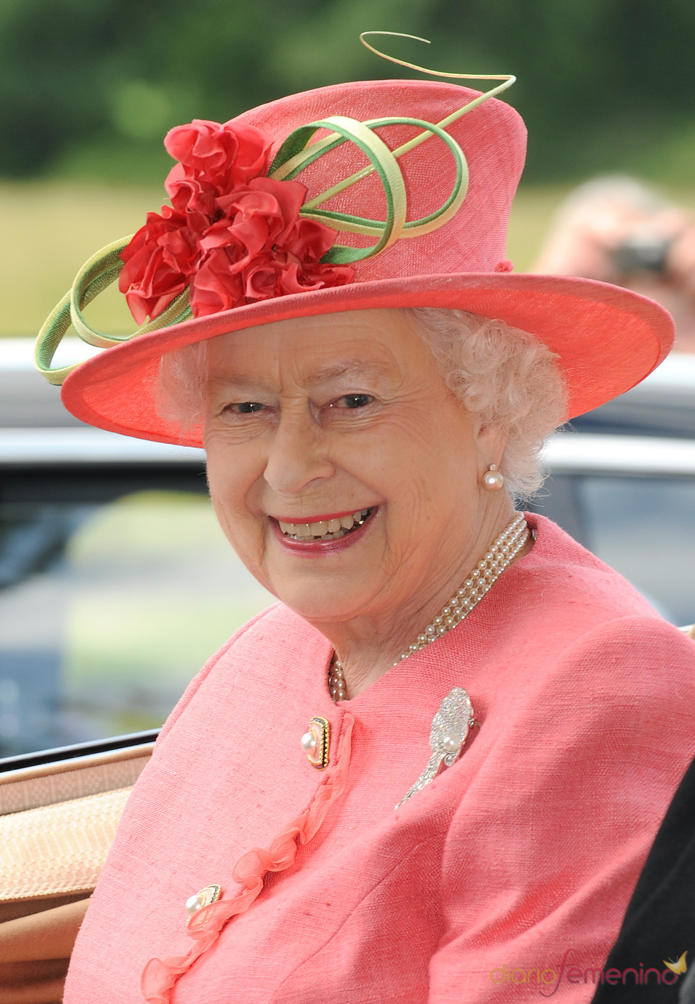 Isabel II de Inglaterra en la tercera jornada de las carreras de Ascot
